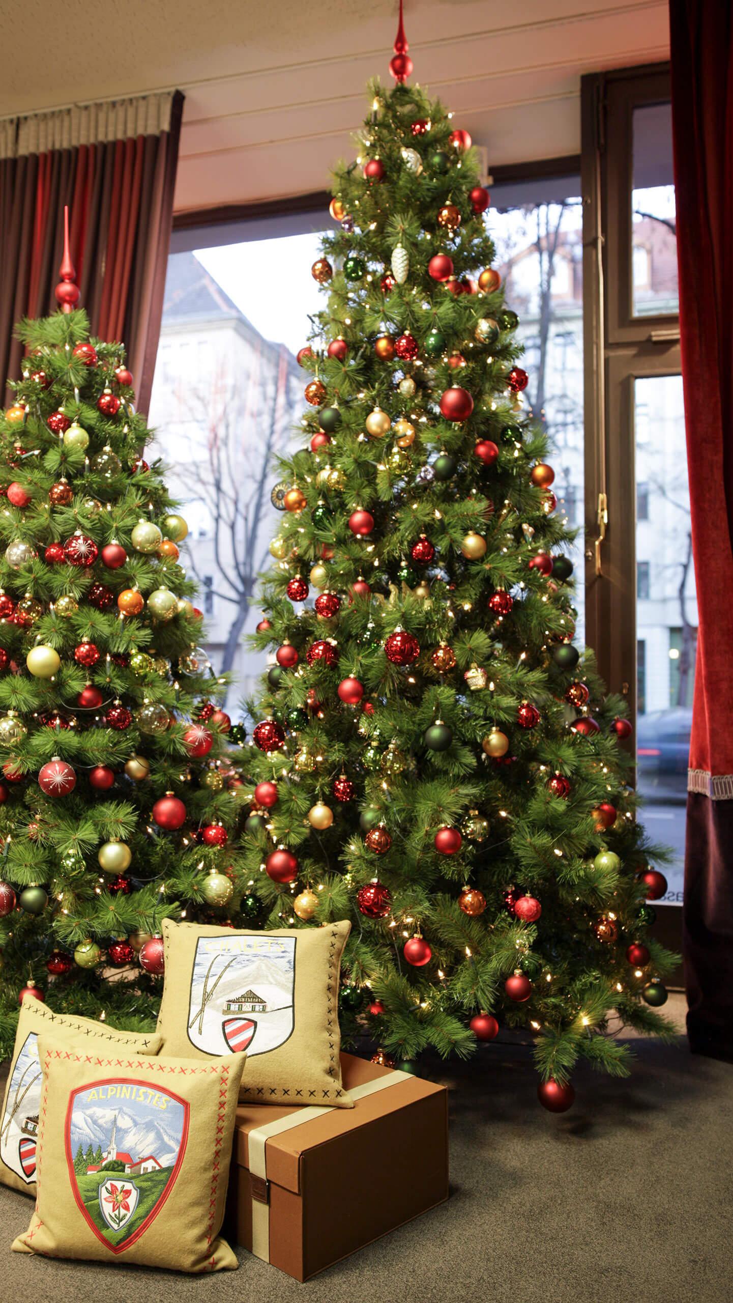 Schaufenster deko zum weihnachtsfest raumausstatter for Wohndesign charlottenburg