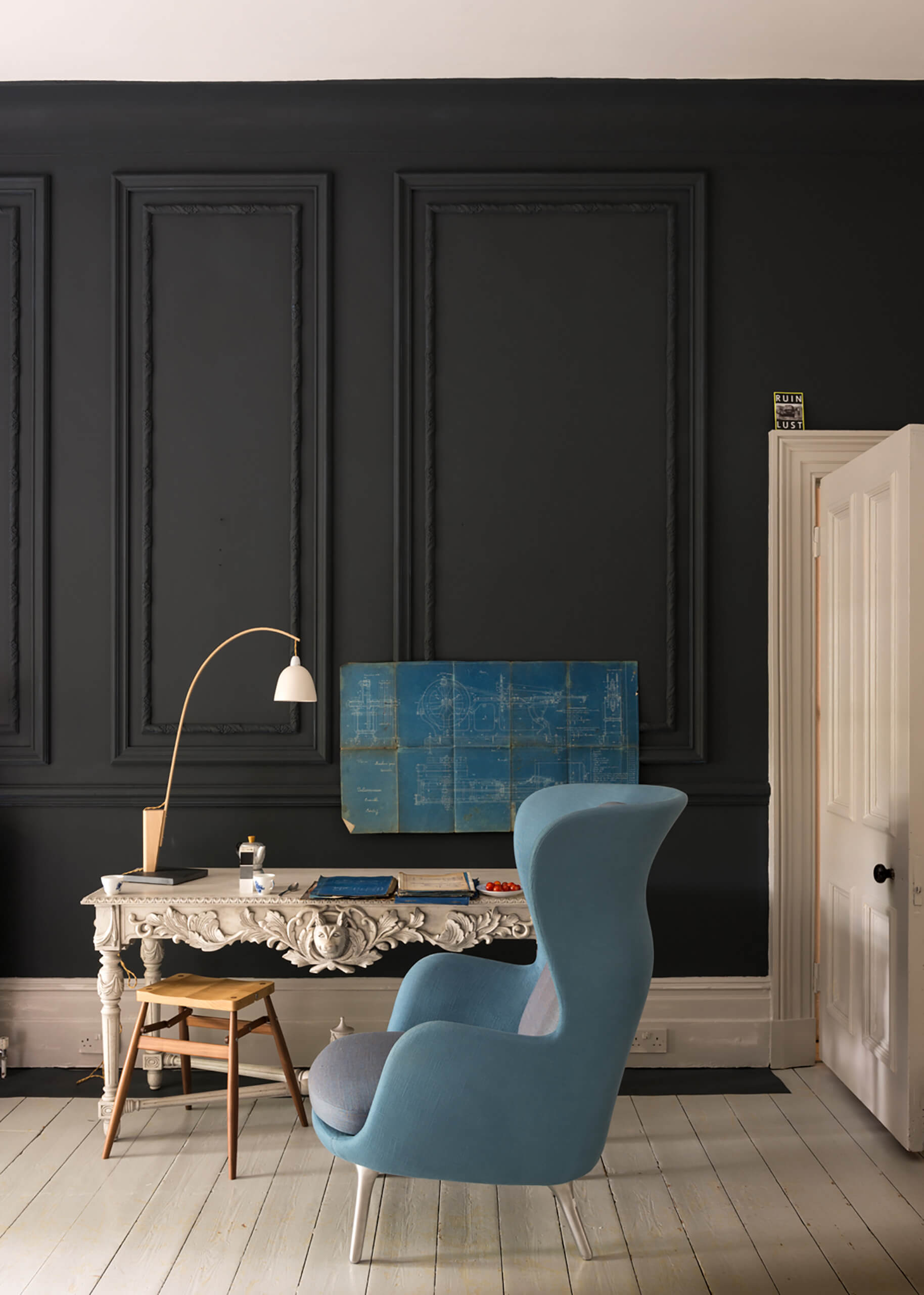 es werde licht mit dunklen farben adler wohndesign. Black Bedroom Furniture Sets. Home Design Ideas
