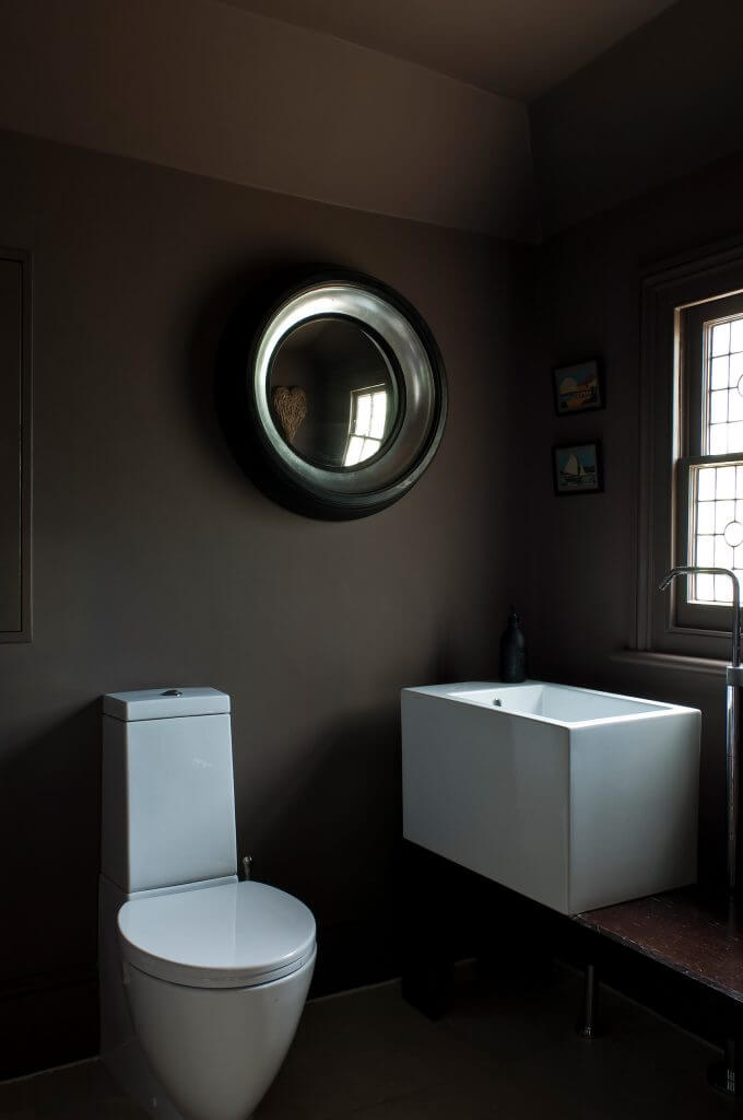 es werde licht mit dunklen farben raumausstatter. Black Bedroom Furniture Sets. Home Design Ideas