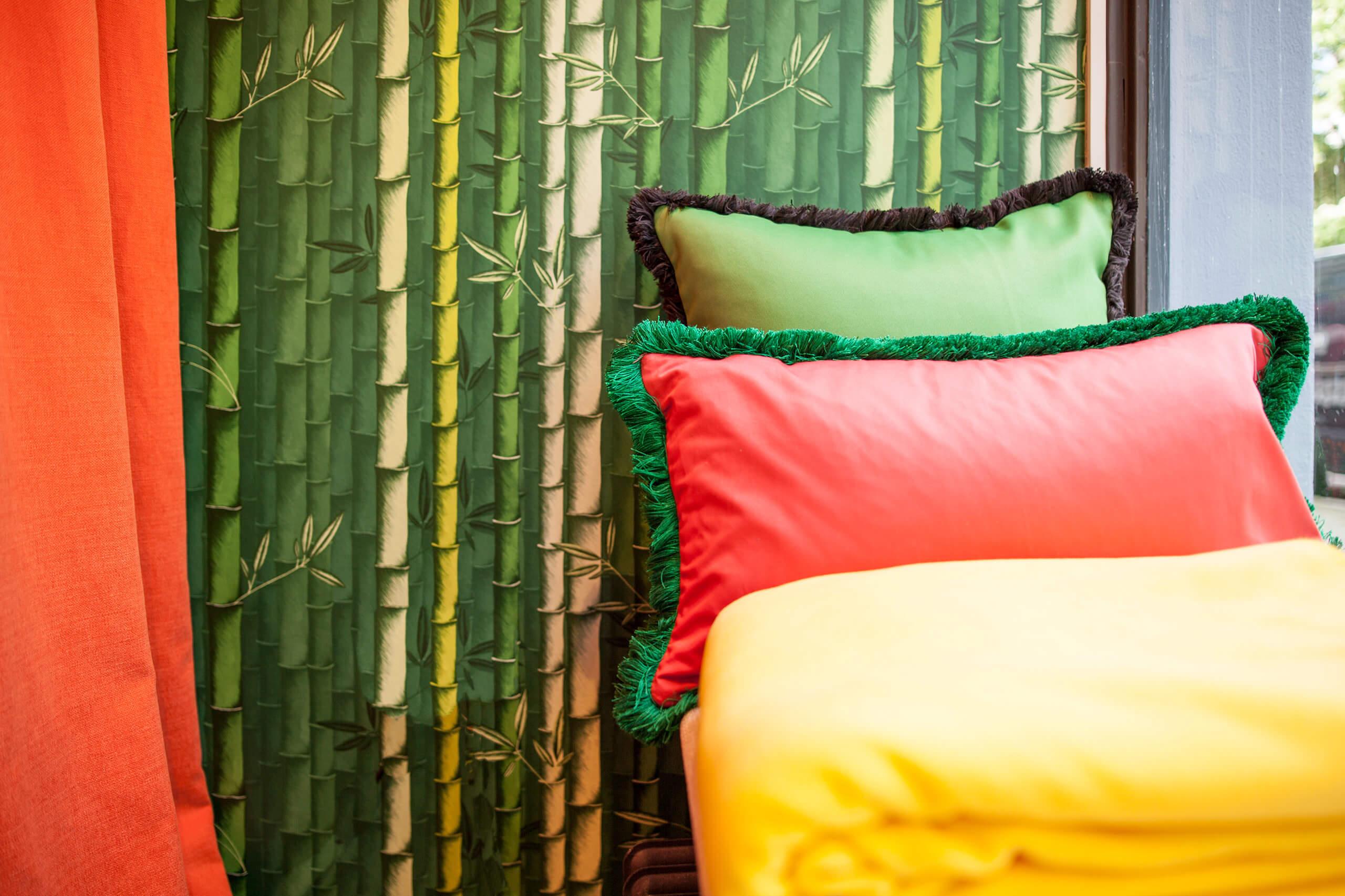 bedruckte leinenstoffe als raffrollo und vorhang adler wohndesign. Black Bedroom Furniture Sets. Home Design Ideas