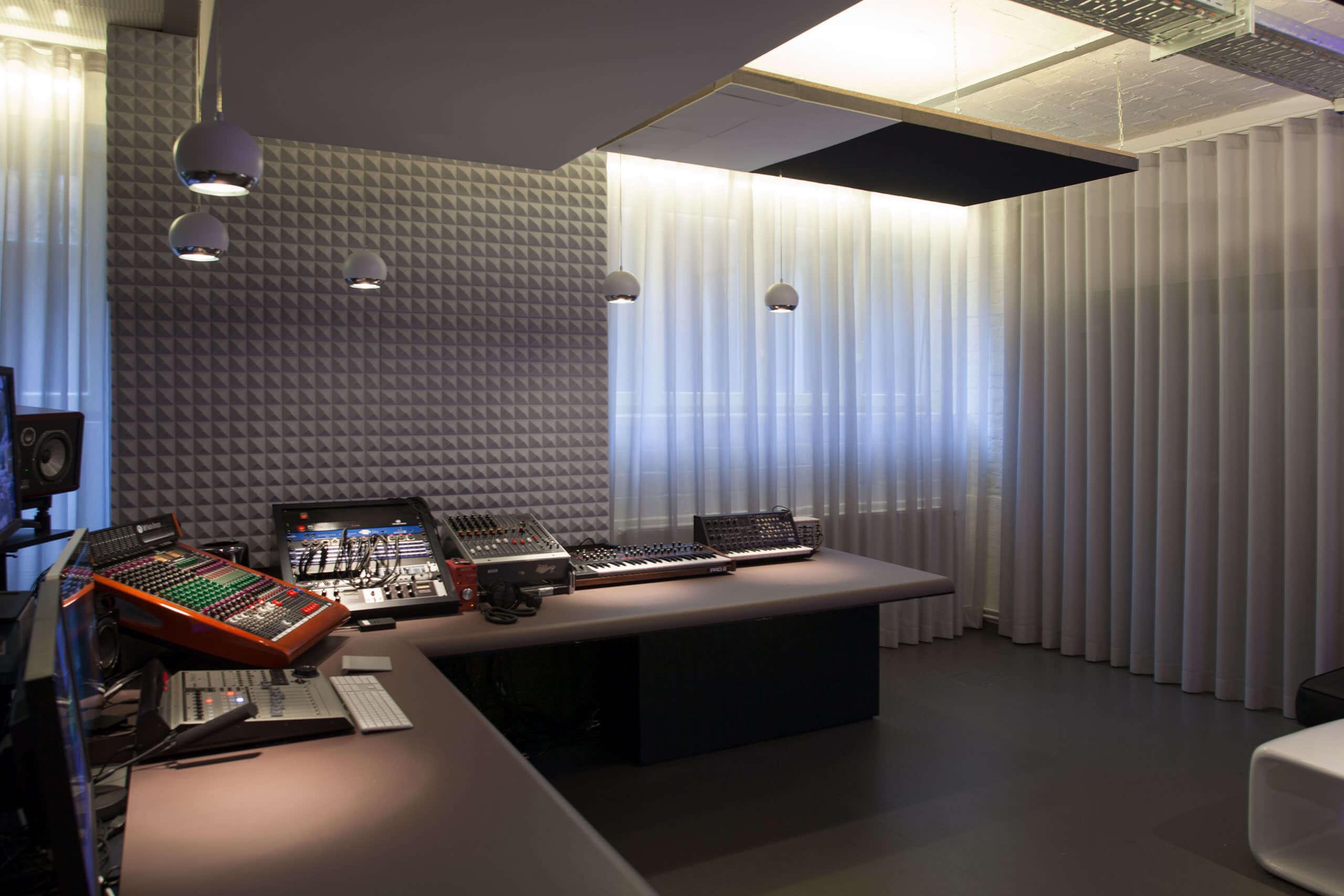 akustikstoffe f r rekorder studios berlin kreuzberg adler wohndesign. Black Bedroom Furniture Sets. Home Design Ideas