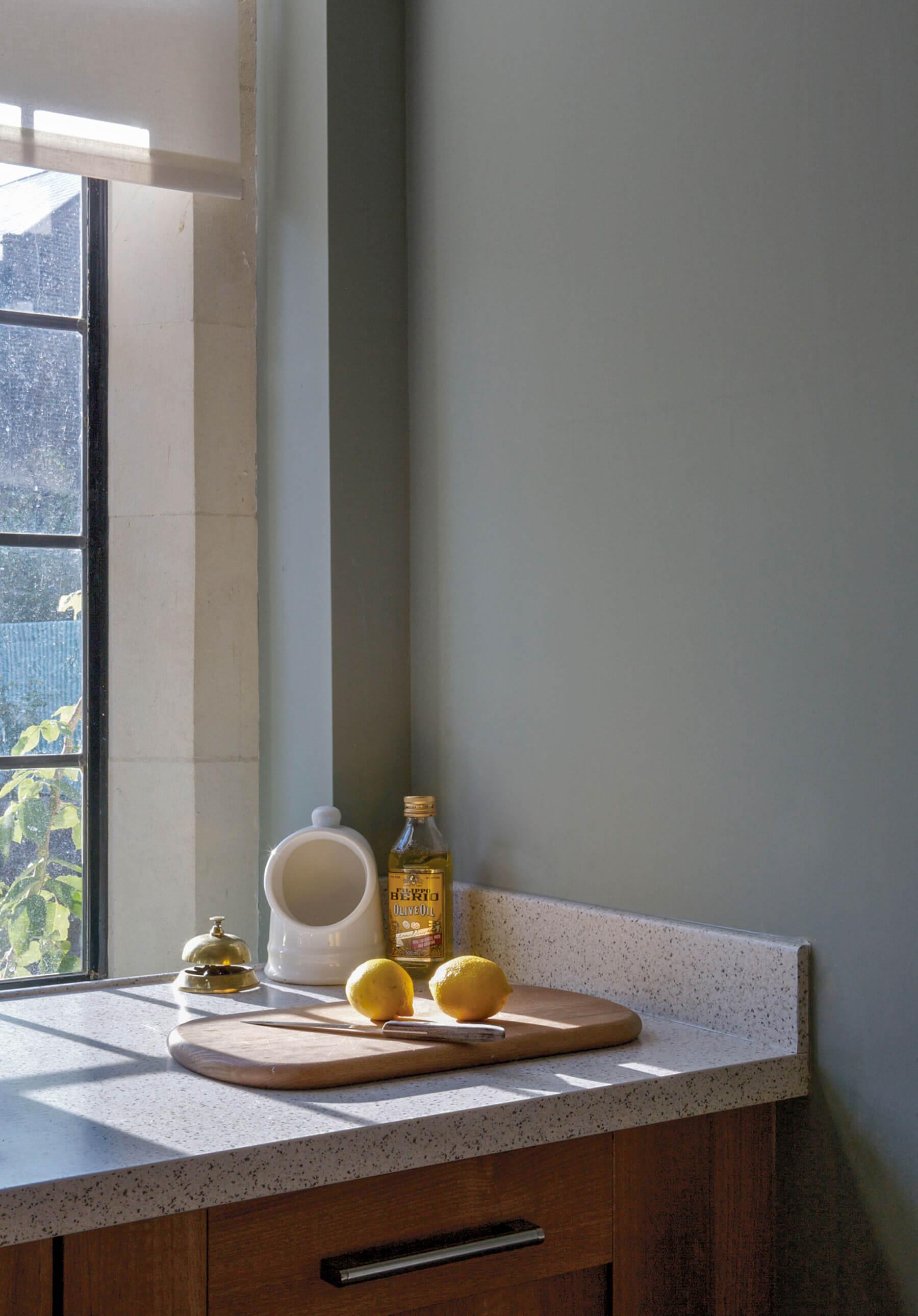 beruhigende farben schlafzimmer farbliche wandgestaltung schlafzimmer h ngeleuchten mit schr ge. Black Bedroom Furniture Sets. Home Design Ideas