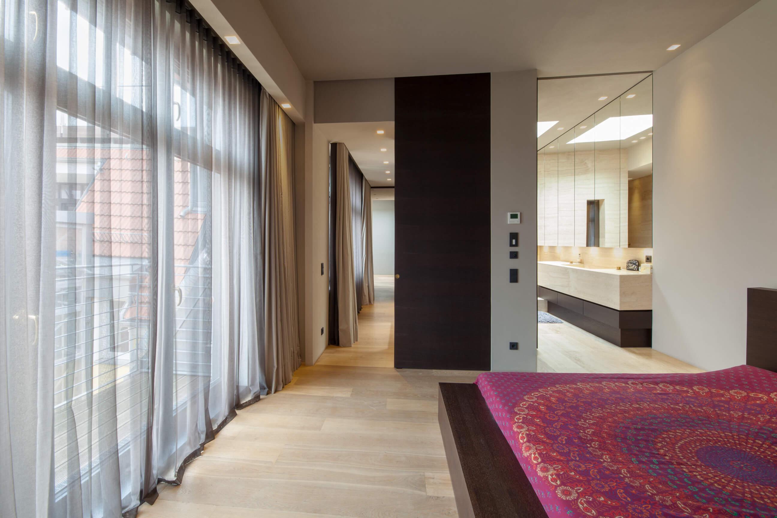 gardinen f r dachfenster ein berliner klassiker adler wohndesign. Black Bedroom Furniture Sets. Home Design Ideas